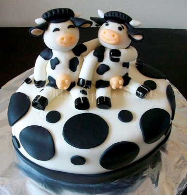 Friendly Cows Cake